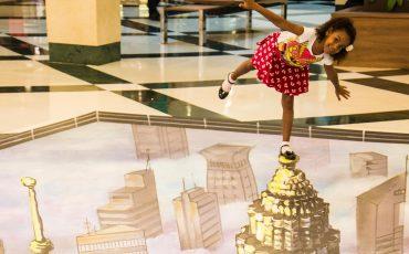 Imagens 3D interagem com o público do Shopping Anália Franco