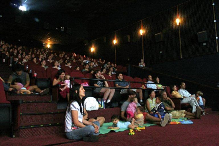 Mães e bebês ganham sessão de cinema grátis no Shopping Plaza Sul