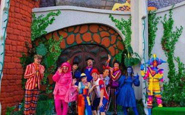 """Prorrogação de """"Rá-Tim-Bum, o Castelo"""" tem teatro gratuito e projeção mapeada inédita"""