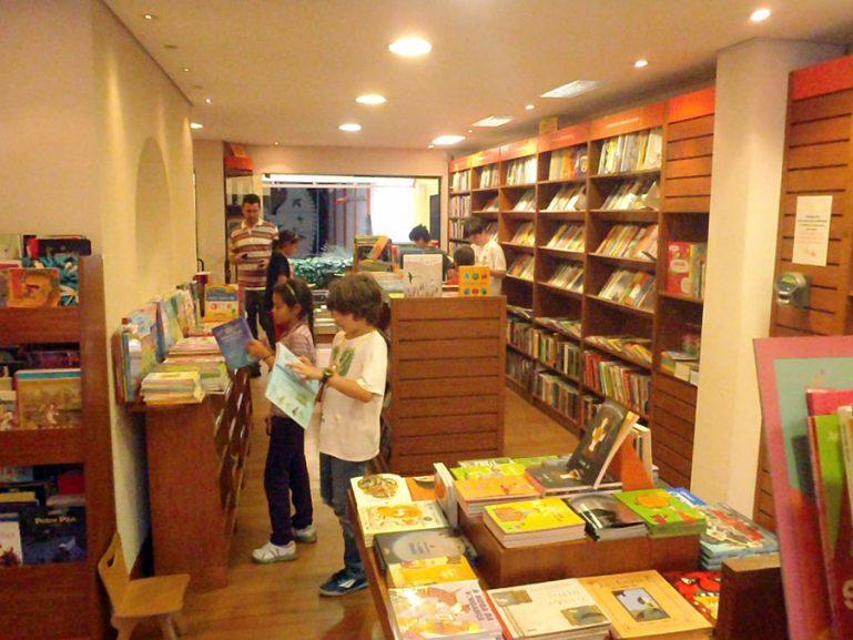 Programação de férias da Livraria NovoSete tem oficinas, contações de histórias e lançamento de livros