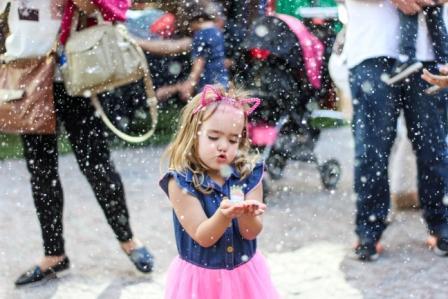 Neve atrai adultos e crianças na Granja Viana