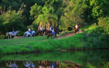Fazenda Capoava, em Itu, promove cavalgada entre pais e filhos