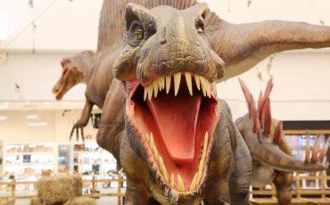 Dinossauros invadem o Shopping Taboão em exposição gratuita