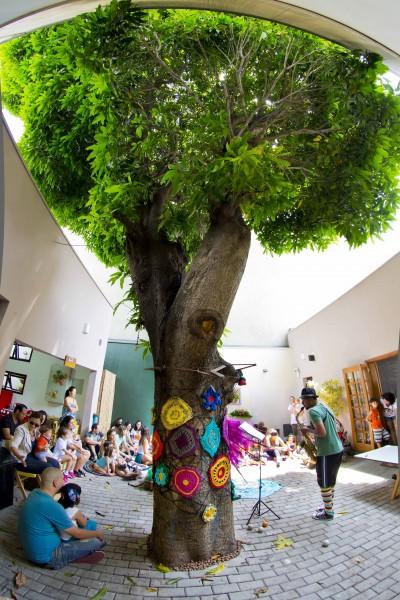 Brincando no Pé abre espaço para criança levar amiguinho para se divertir sem custo