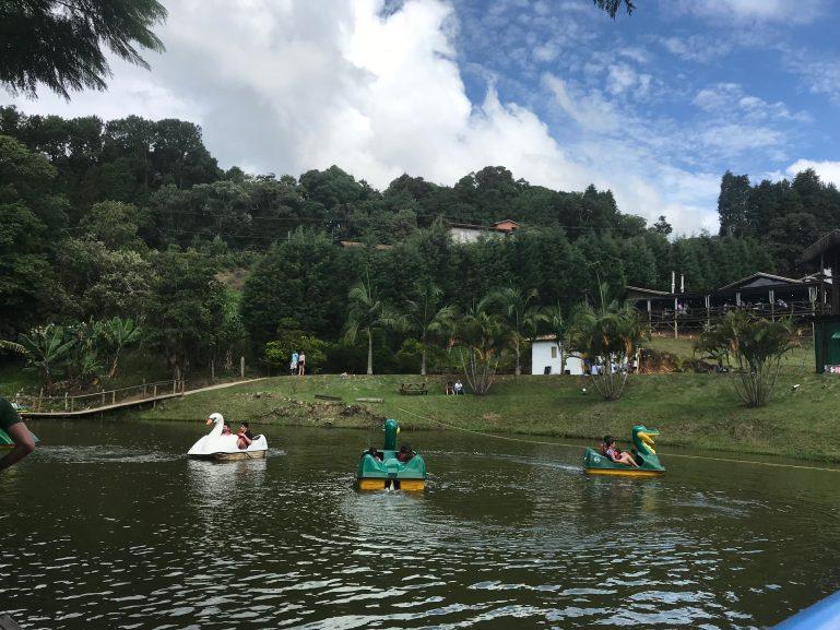 Famílias se divertem na Quinta do Olivardo ao som de marchinhas e muitas atividades para a criançada