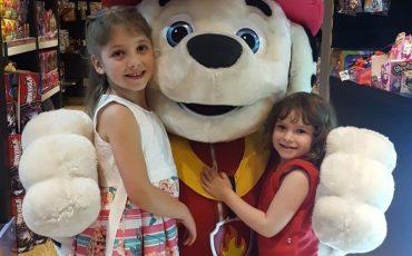 Patrulha Canina invade Toy Show para sessão de fotos com crianças