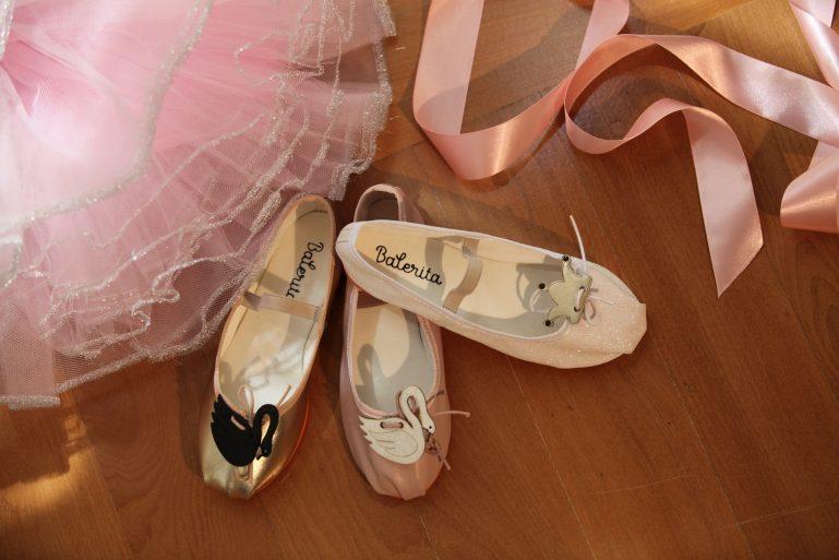 Marca de sapatilhas infantis cria pins inspirados em clássicos do ballet
