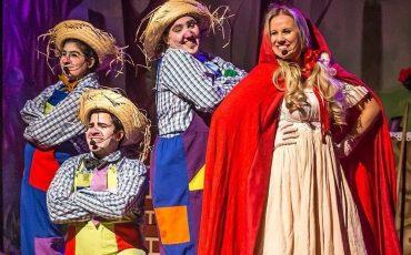 """Teatro do KidZania apresenta a peça """"Chapeuzinho Vermelho, os Três Porquinhos e um único Lobo Mau"""""""