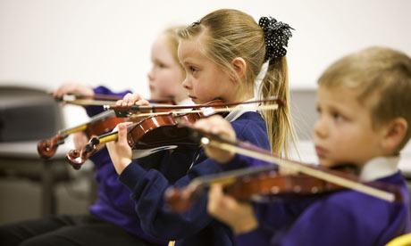 Auditório Ibirapuera abre suas portas para crianças assistirem apresentação gratuita de orquestra