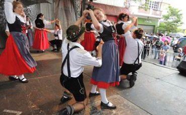 MaiFest, tradicional festa alemã que acontece nas ruas do Brooklin, tem entrada gratuita e várias atividades para a família