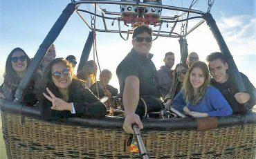 Brotas agora tem voo de balão e criança se diverte junto com toda a família