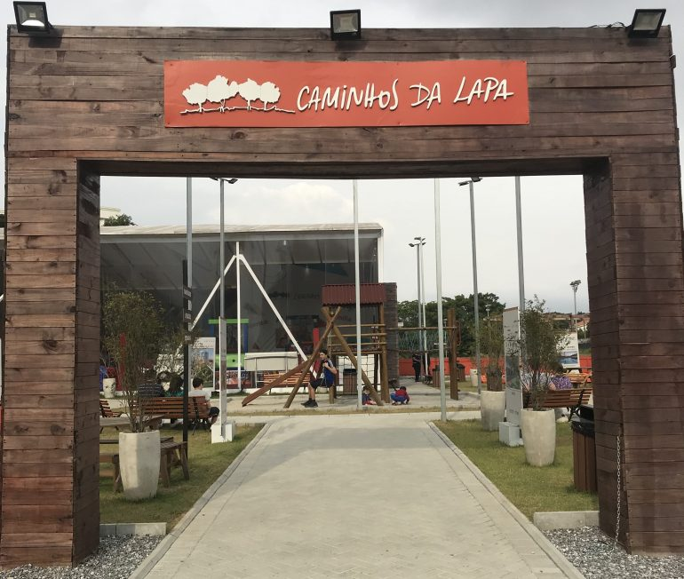 Diversão para famílias em mega construção na Praça Caminhos da Lapa
