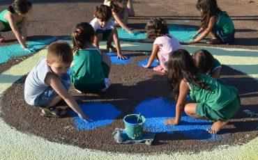 Semana Mundial do Brincar no Pé no Chão, em Guarulhos, convida crianças a brincarem de corpo e alma