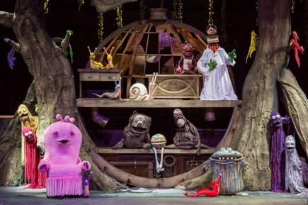 """A série mega fofa """"Que Monstro Te Mordeu?"""", da TV Cultura, chega ao teatro e também ganha uma exposição inédita"""