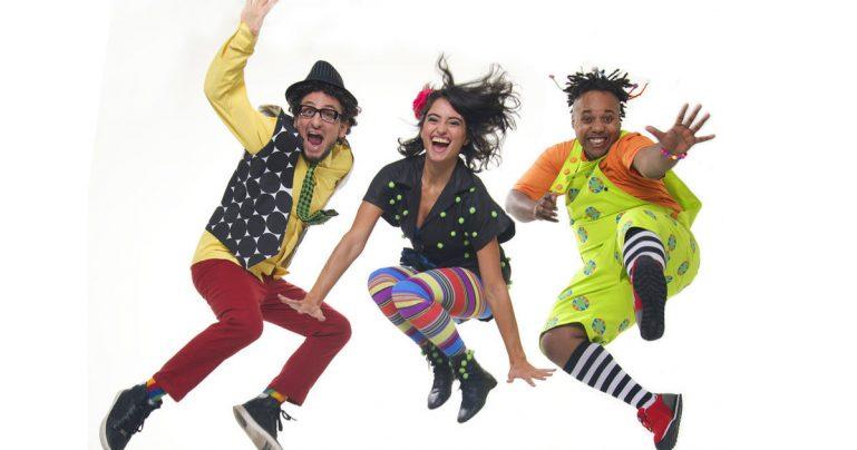 Grupo Triii e duo Badulaque fazem festa para crianças na Casa Natura Musical
