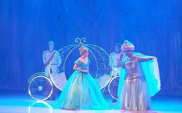 Clássico Cinderella é apresentado no Teatro Fernando Torres com 60% de desconto