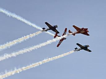 """GRATUITO! Evento """"Domingo Aéreo – Portões Abertos"""" terá Esquadrilha da Fumaça, acrobacias e exposições de aeronaves"""