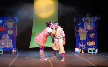 Espetáculo que resgata as brincadeiras de infantis será apresentado no Festival de Férias do Teatro Viradalata