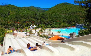 Magic City, parque aquático pertinho de São Paulo, com piscinas de águas quentes, toboáguas, piscina com ondas e parque de diversões
