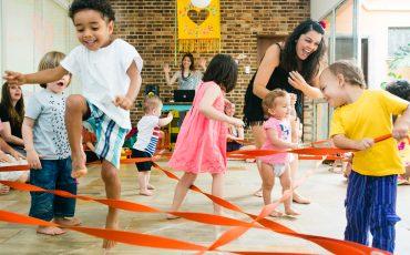 Evento voltado a 1ª Infância reune Dança Materna, Pé de Amora e oficinas