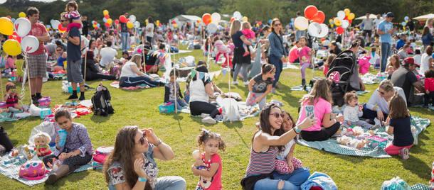 Prepare-se! Vai ter nova edição do Piquenique de Bonecas gratuito no Parque Villa-Lobos com show da Trupe Pé de Histórias