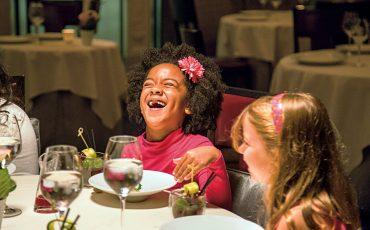 Restaurantes kids friendly: 5 dicas de locais onde crianças são bem-vindas