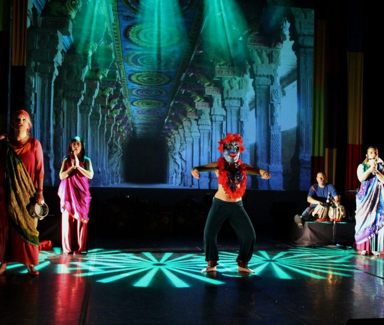 Mawaca leva crianças para uma viagem pelo mundo na Casa Natura Musical