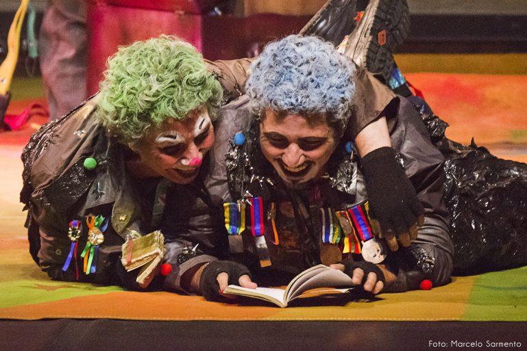 Palhaços invadem o palco do Teatro Viradalata no Festival de Férias