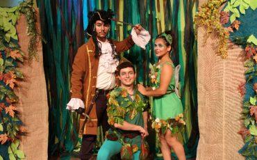 Peter Pan e Sininho no teatro do Golden Square Shopping com entrada gratuita