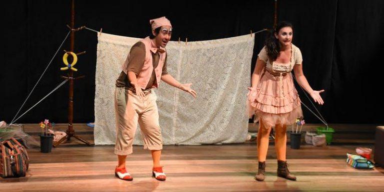 """Espetáculo infantil """"É Como Diz o Ditado"""" faz temporada no Teatro Jardim Sul com 50% de desconto do Passeios Kids"""