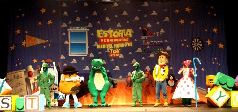 Musical do Toy Story encanta crianças e adultos no Teatro Bibi Ferreira