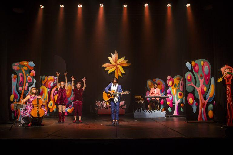 """Musical """"Crianceiras"""", baseado na obra de Mario Quintana, encanta público infantil no Sesc Consolação"""