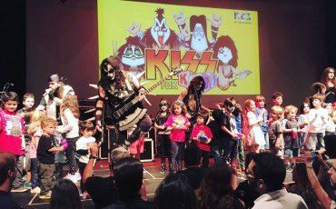 Banda KISS for Kidsno Bourbon Street leva muito Rock'n'Roll para os pequenos e os papais