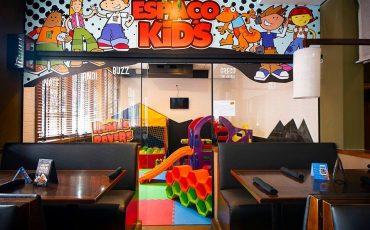 Dica de restaurante com espaço kids em SP: Tony Roma's é ótima opção para as famílias que não precisam pagar para as crianças brincarem no espaço