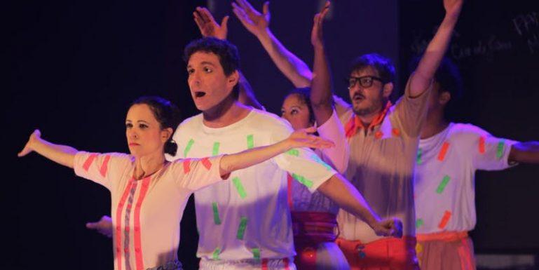 """Espetáculo """"A História do Brasil"""" dá uma aula divertida de história para crianças no Teatro Viradalata"""