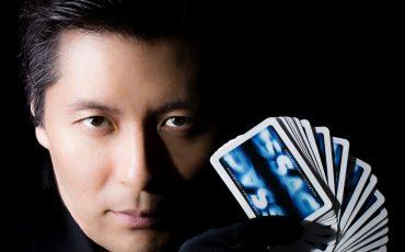 Desconto! Ilusionista Issao Imamura apresenta espetáculo para toda a família no Teatro Shopping Frei Caneca