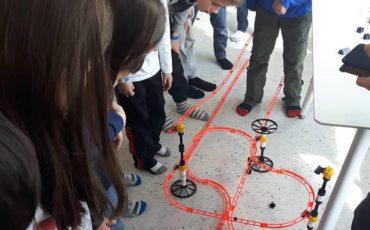 Oficinas de Slime,Show de Bolhas,e construção deDragster fazem parte da programação de Maio do Engineering For Kids